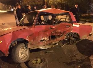 В Краснодаре в ночном ДТП «разворотило» два ВАЗа