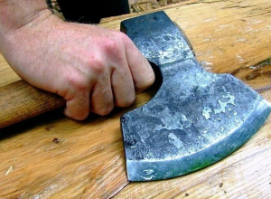 Житель Кубани зарезал любовницу, а после хотел отрубить ей голову
