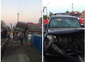 Дальнобойщик на американской фуре протаранил Nissan с двумя детьми на Кубани