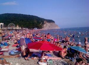 Доплыть бы до чистого моря, - пляжи на Кубани переполнены