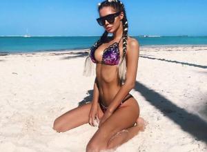 Сексуальная модель из Краснодара в одном купальнике дала совет «самостоятельным» женщинам