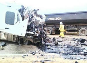 После страшной аварии на Кубани грузовики превратились в груду металла