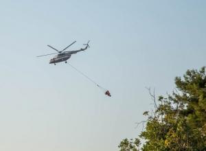 Авиация МЧС снова тушит пожар под Анапой