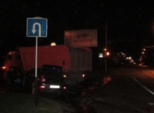 В Краснодаре легковушка въехала в грузовик