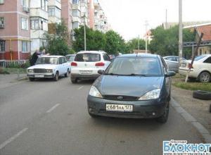 В Краснодаре водитель иномарки наехал на двухлетнего мальчика