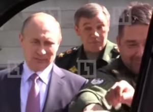 Путина рассмешила оторванная ручка от УАЗ «Патриот»