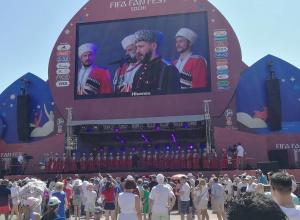 Разогрел публику в Сочи перед ЧМ-2018 Кубанский казачий хор