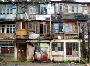 На переселение сочинцев из аварийного жилья выделят почти 92 млн рублей
