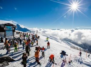 Около 70 детей-инвалидов прошли адаптацию на горнолыжном курорте Сочи