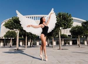 На фоне «Краснодарского Колизея» танцовщицы провели живописную фотосессию