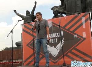 На митинге Славянского полка выступил с речью депутат Госдумы Олег Пахолков