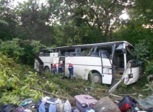 Под Новороссийском перевернулся автобус с детьми