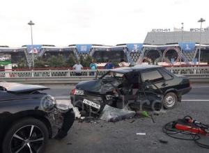 Пьяный водитель, уходя от полицейской погони, лоб в лоб столкнулся с иномаркой в Сочи