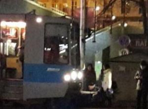 В Краснодаре пешеход в наушниках угодил под трамвай