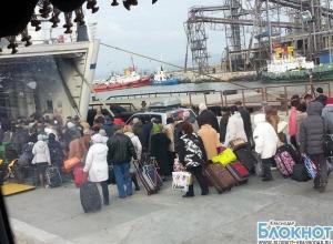 В  порту  «Кавказ» с наступлением праздничных дней увеличилась очередь