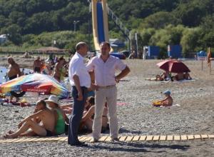 Мэр Геленджика из-за заваленного мусором курорта уволил главу мусороуборочной компании