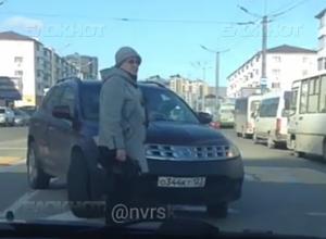 Жителей Новороссийска возмутил факт высадки пенсионерки на встречке