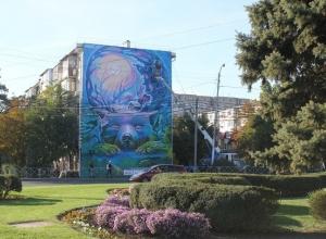 Фасад жилого дома Краснодара украсила стрит-картина