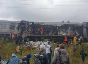Пассажирский поезд из Адлера под Нижневартовском протаранил «КамАЗ»