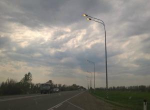 В Краснодаре «щедрые» коммунальщики включили уличные фонари днем за деньги горожан