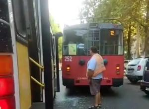 Маршрутка столкнулась с троллейбусом в Краснодаре