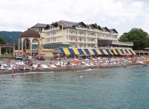 На курортах Краснодарского края продолжается пляжный сезон