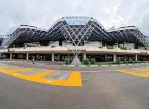 В 5 раз дороже, чем в Москве: Аэропорт Сочи в центре скандала из-за парковки