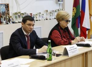 Жители Старокорсунской попросили Первышова сделать новые дороги и уличное освещение