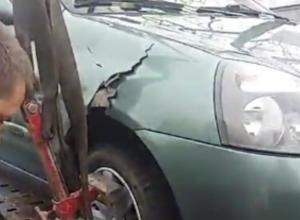 Эвакуатор на Кубани «порвал» машину во время погрузки
