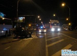 В Краснодаре лоб в лоб столкнулись два автомобиля