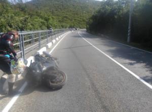 На Кубани мотоциклист разбился насмерть при крутом повороте