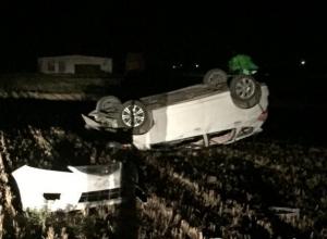 Пьяный водитель с двумя женщинами опрокинул свою машину в Щербиновском районе