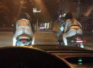 В нижнем белье и на байках: Две девушки покатались по Краснодару
