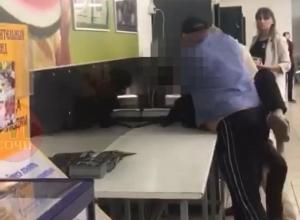 Охрана супермаркета в Сочи применила к школьнику физическую силу