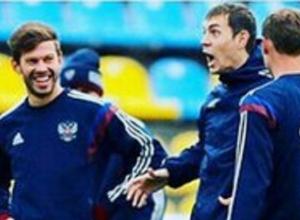 Федор Смолов дал пинка Павлу Мамаеву на тренировке сборной России