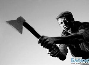 Житель Каневского района нападал с топором на прохожих