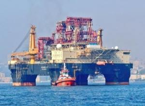 Буровая станция по добыче нефти прибыла в Черное море