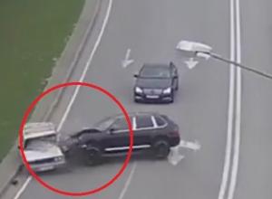 Появилось видео жесткого столкновения «Порше» и «четверки» в Сочи