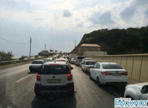 Автолюбители  жалуются на многокилометровые пробки в районе Джубгинского поста
