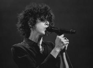В Краснодаре минутой молчания певица LP почтила память погибших в Кемерово