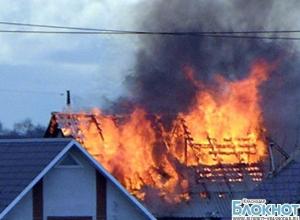 В Тихорецке загорелся двухэтажный гараж