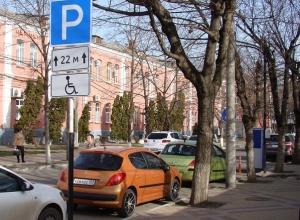 «Паркомат сдачи не выдает». Водители о недостатках платных парковок в Краснодаре