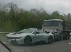 Элитный спорткар за 10 млн рублей попал в ДТП с «КамАЗом» под Абинском