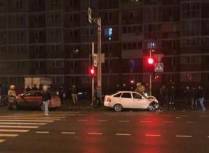 «Им сильно досталось»: в Краснодаре на Дзержинского столкнулись две легковушки