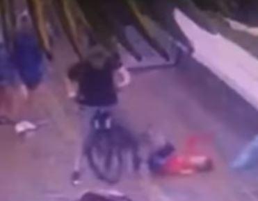 В Сочи велосипедист сбил ребенка: у мальчика черепно-мозговая травма