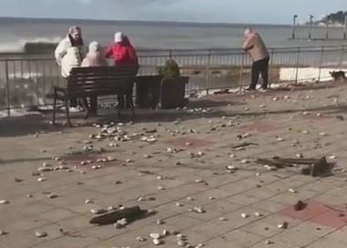 «Разгромные» последствия шторма в Кудепсте сняли на видео