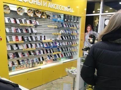 «Краденые подарки»: накануне праздников грабители в Сочи «разжились» новыми IPhone и Samsung