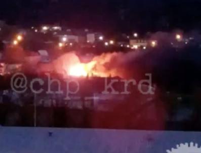 На Кубани сняли на видео пылающий вовсю частный дом