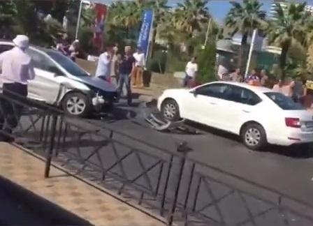 Уснувший водитель протаранил такси в Сочи