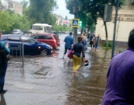 Штормовое предупреждение: жара на Кубани сменится ливнями с грозой, градом и ветром
